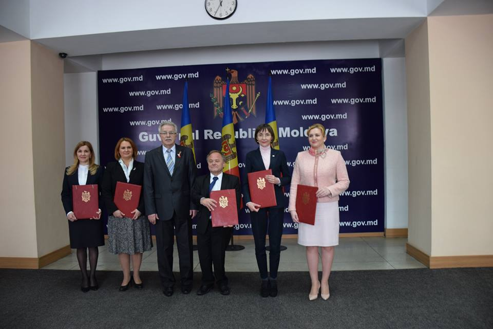 "Tatiana Ghidirimschi, Director LOW VISION Centre, Stela Grigoraş, Minister, the Ministry of Labor, Social Protection and Family, Gheorghe Bregam Deputy Prime-Minister, Hans Bjorn Bakketeig, president ""Hjelp Moldova"" Norway, Corina Fusu, Minister, the Ministry of Education, Ruxanda Glavan, Minister, the Ministry of Health"