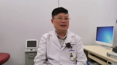 Prof-Junwen-Zeng-gives-talk-on-myopia-during-the-2020-National-Sight-Day-on-website-live-program-400x224