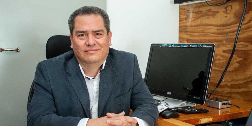 Dr. Manuel Corona