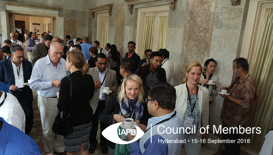 Delegates talking during a coffee break at CoM 2017