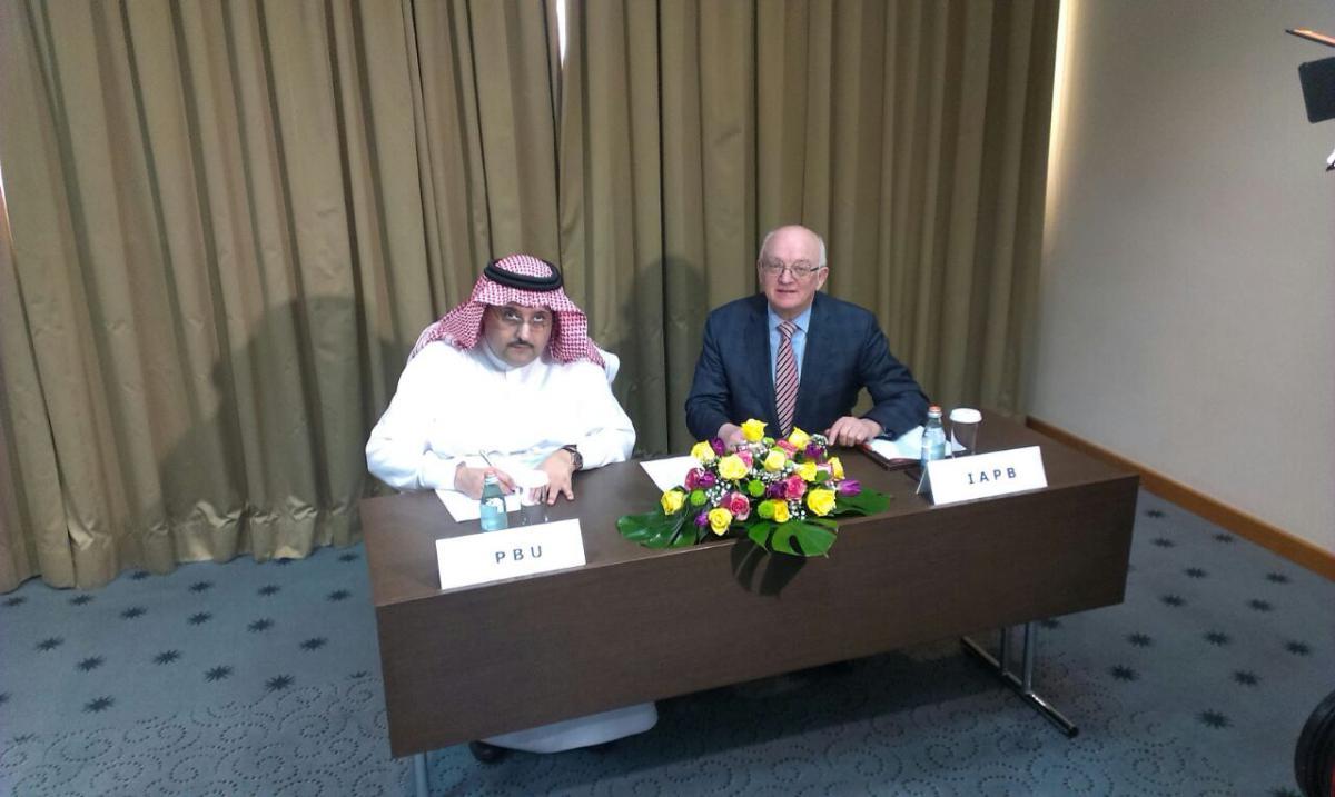 HRH Al Saud and Bob McMullan signing IAPB/PBU/Carl Zeiss MoU