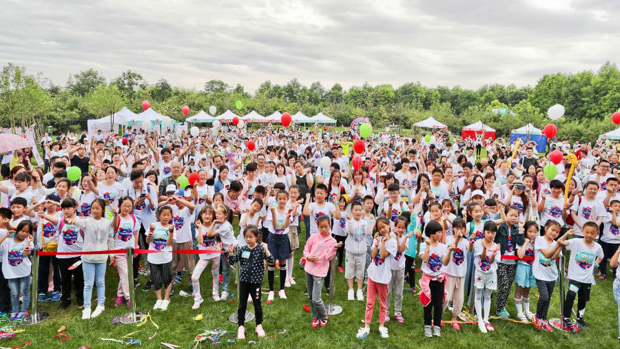 Story: Shanghai Eye Disease Prevention and Treatment Centre Get Sunny for Sight event/Children enjoying outdoors at the Get Sunny for Sight event