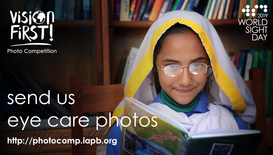 In Pakistan, a school girl poses to have her photo taken / Photo credit: Mohammad Omer