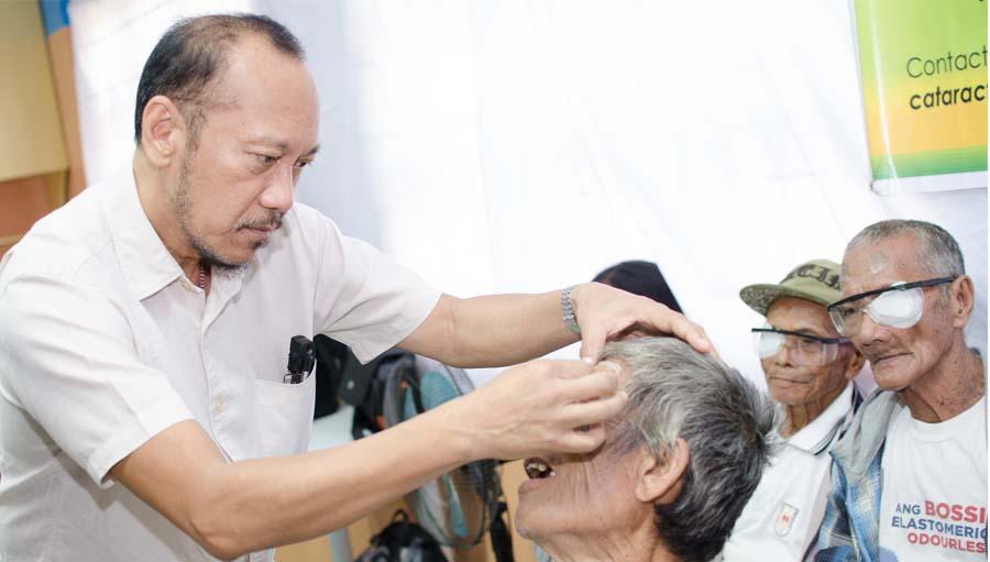 Dr Redentor Rabino, Eye Health Hero 2017, CBM