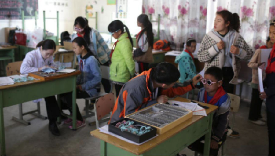 Screening for school children/ Story: Providing eye care in Western China