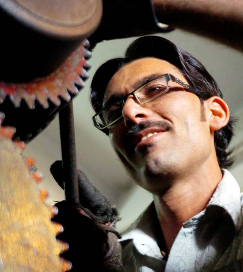 Akbar back to work-after corneal graft