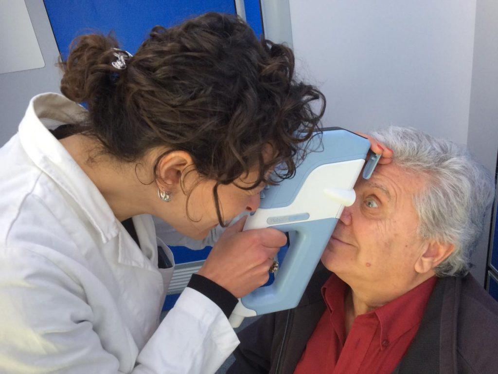 Tonometria a bordo di un'Unità mobile oftalmica