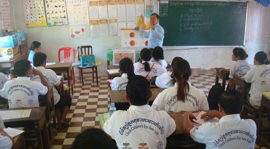 A trainer conducts a lesson on primary eye care for school teachers in Battambang Province.