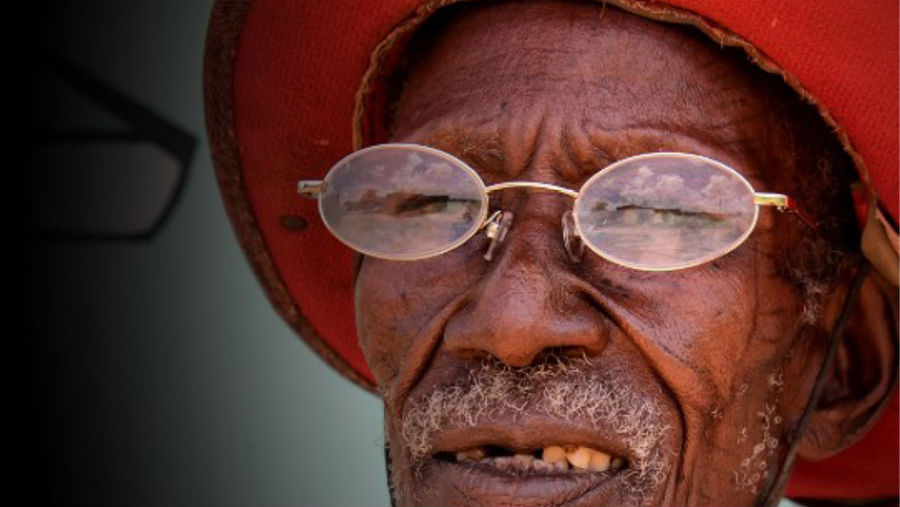 An old man with spectacles
