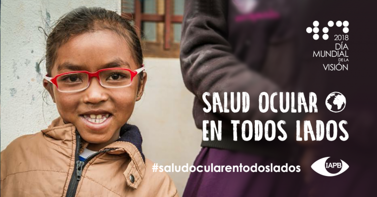 Social Visual in Spanish: Smiling child wearing glasses