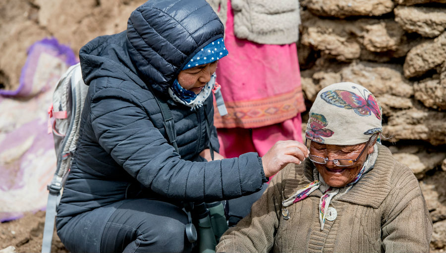 Woman in Ladakh receives glasses/ Story: 2019 in Review: Highlights from IAPB South-East Asia